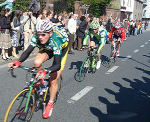 2007 Tour of Flanders - The riders in Lendelede (52 km from start).
