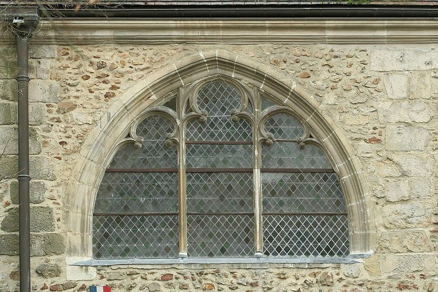 Église Saint-Denis de Sézanne (Marne). Fenêtre du bas-côté nprd, vue de l'extérieur.