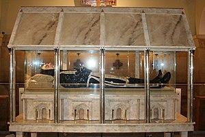 Italiano: Corpo di San Pio nella cripta della ...
