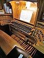 Saarbrücken-Burbach, Herz Jesu (Mayer-Orgel, Spieltisch) (5).jpg