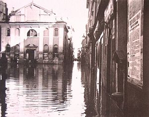 San Giacomo Scossacavalli - The church in Piazza Scossacavalli and the Borgo Vecchio during the Tiber flood of 15 February 1915