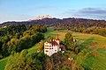 Schloss Schauensee mit Pilatus.jpg