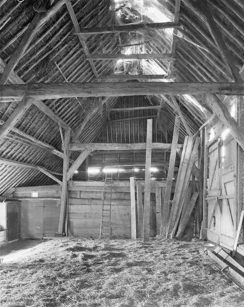 Hoeve met gepleisterd woongedeelte waarin vensters met ramen uit de eerste helft 19e eeuw gaaf for Interieur 19e eeuw