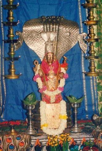 Naga people (Lanka) - Cobra symbolism in a Sri Lankan Hindu statue of the Nainativu Nagapooshani Amman Temple