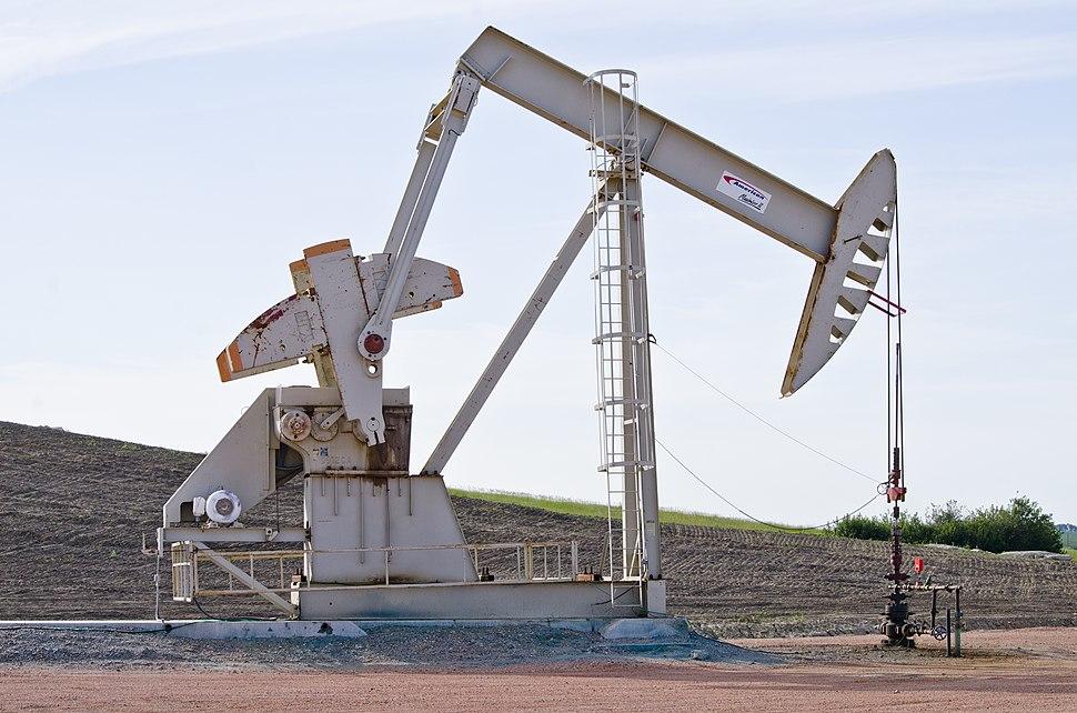 Sergeant Major oil well - Evanson Place - Arnegard North Dakota - 2013-07-04 (9287570005)
