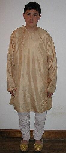 Silk kurta churidar mojari2.jpg