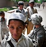 Soldiers practice Pashto, protect the people DVIDS392918.jpg