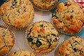 Spinat-Ricotta-Muffins mit Pinienkernen (5357056307).jpg
