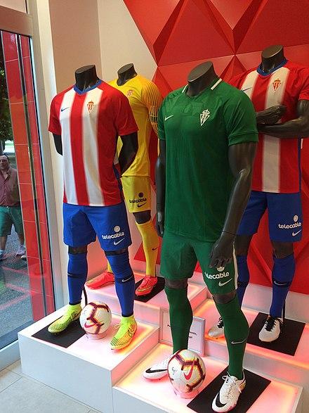 Uniformes de la temporada 2018-19 en la tienda oficial del Sporting. f0392e7dd34c8