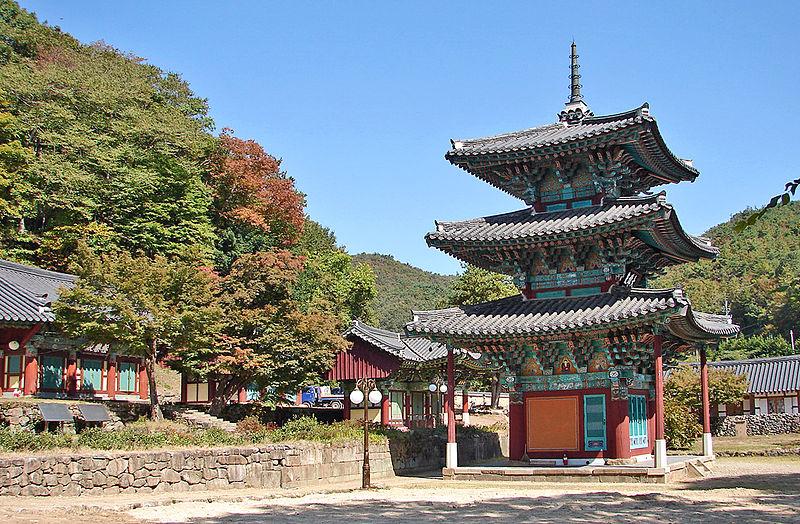File:Ssangbongsa Daeungjeon11-05205.JPG