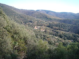 The hamlet of Saint-Jean seen from the trail leading to the dolmen of Balma de Na Cristiana