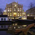 Stadsschouwburg Groningen bij avond.jpg