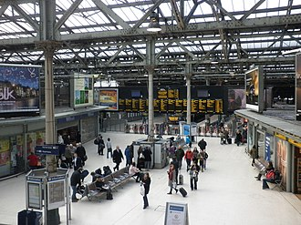 Edinburgh Waverley railway station - Waverley concourse, 2010
