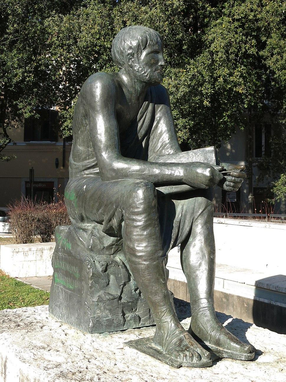 Statua di Marco Terenzio Varrone (Rieti) 02