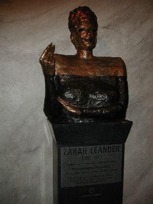 Zarah Leander - Bronze statue of Zarah Leander—Karlstads Operahouse