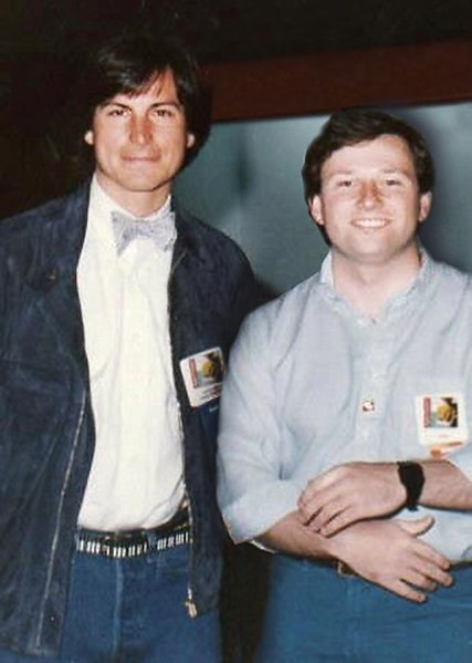ملف:Steve Jobs with Wendell Brown in January 1984, at the launch of Brown's Hippo-C software for Macintosh.jpg