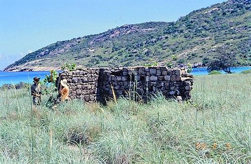 Stone ruin at Lizard Island (1996)