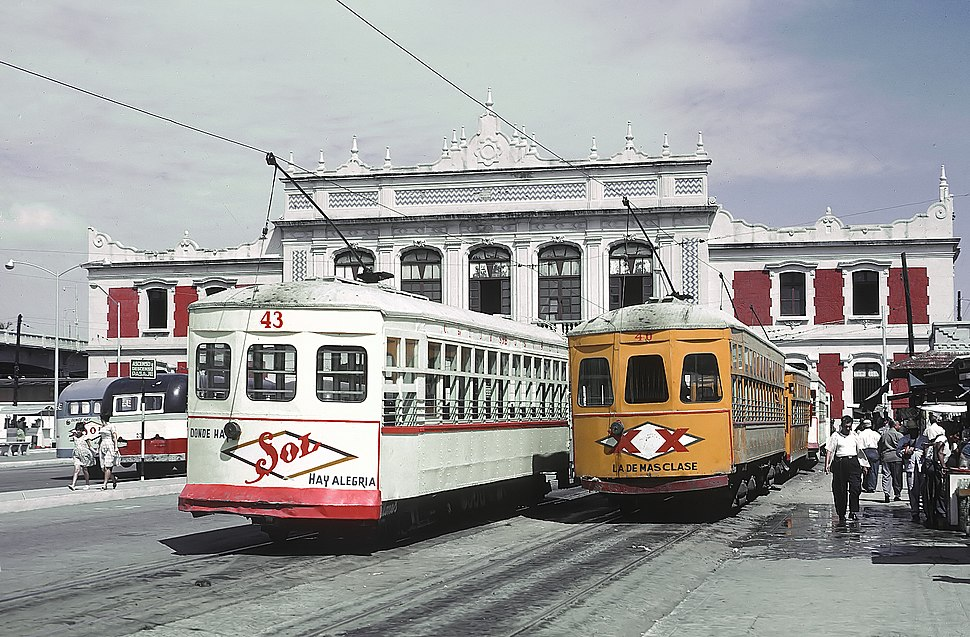 TUS 43 and 40 double trucks car a starting point at N de M station in Veracruz, Ver., Mexico on September 12, 1966 (22659216406)
