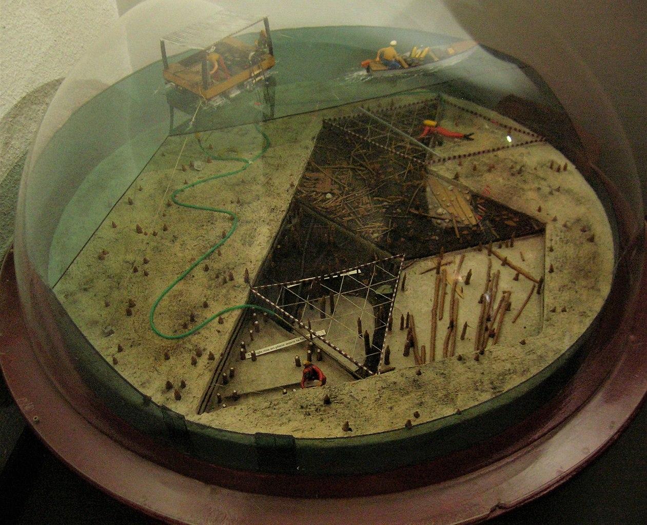 Maquette de reconstruction de la technique de fouille subaquatique au Musée archéologique du lac de Paladru à Charavines (France)