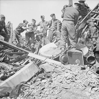 Hull Blitz - Troops of 9th Battalion, The Hampshire Regiment, helping to clear bomb damage in Hull.