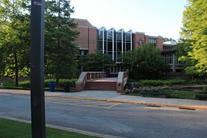 The Lovett School - Lovett School visitor center