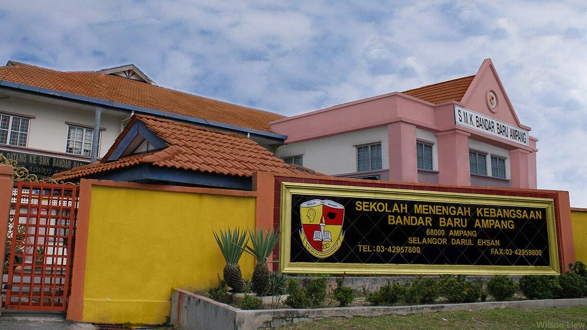 1200px The front view of Sekolah Menengah Kebangsaan Bandar Baru Ampang %28SMKBBA%29 - Ada Beza ke Bila Kita Masuk Sekolah 'Elit' dan Sekolah 'Biasa - biasa'?