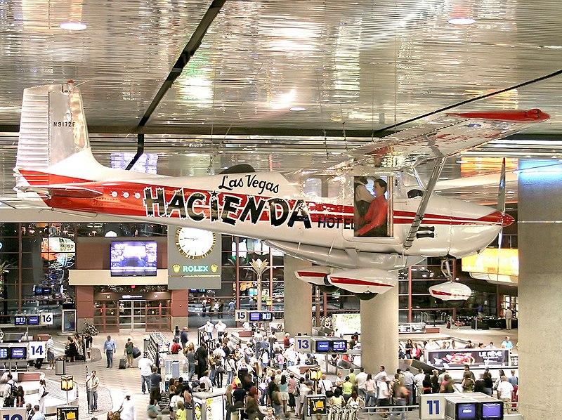La avioneta Cessna 172 que, pilotada por Robert Timm y John Cook estableció el récord de vuelo en aeroplano más largo de la historia (64 días, 22 horas, 19 minutos y 5 segundos), reposa ahora en el Aeropuerto Internacional McCarran, Las Vegas, Nevada.