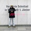 U1 Karlsplatz Kunst Factoid 04 b Schnitzel.jpg