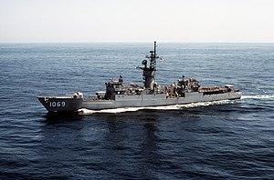 USS Bagley (FF-1069) underway in the Pacific Ocean on 15 April 1983 (6372719)