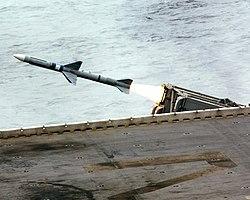 USS Essex (LHD-2) launches RIM-7 Sea Sparrow on 6 February 2004 (040206-N-2970T-002).jpg