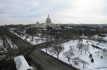US Navy 050120-F-1166S-001 he U.S. Capitol prepares for the 2005 Presidential Inauguration in Washington, D.C.jpg