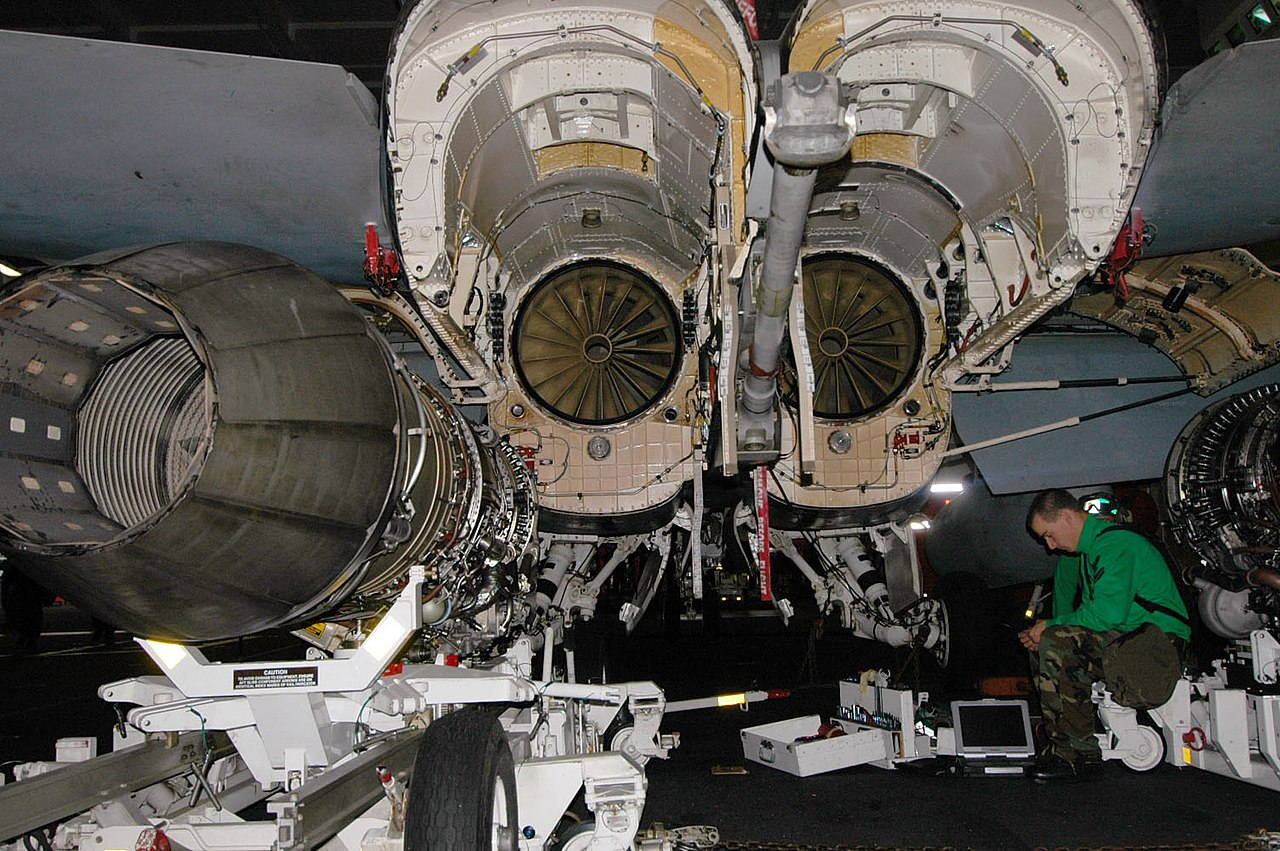 File:US Navy 060627-N-5024R-002 Aviation Structural Mechanic ...
