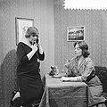 VPRO Televisiespel Hoog is de hemel , links Elise Hoomans rechts Jopie Koopman, Bestanddeelnr 910-8130.jpg