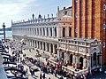 Venezia Basilica di San Marco Terrasse Blick auf die Biblioteca Nazionale Marciana 1.jpg