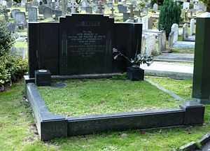 Walter de Frece - The grave of Walter de Frece and his wife Vesta Tilley at Putney Vale Cemetery, London in 2014