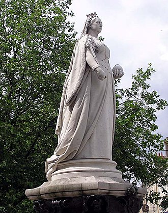 Joseph Edgar Boehm - Statue of Queen Victoria on College Green, Bristol