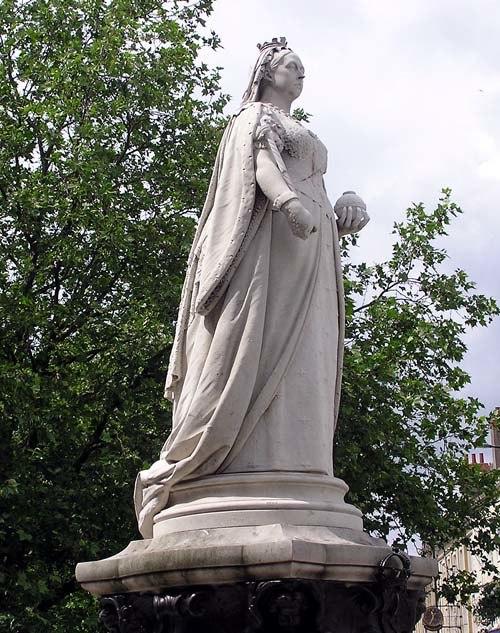 Victoria statue