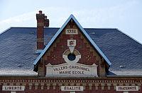 Villers-Carbonnel (mairie-école) fronton 5741.jpg