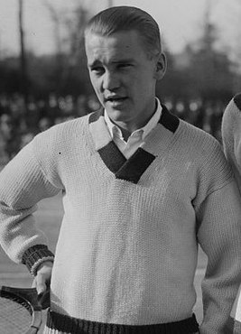 Vincent Richards at the 1922 Davis Cup.jpg