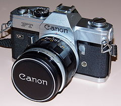 Vintage Canon FT QL 35mm SLR Film Camera, Made In Japan, Circa 1966 - 1972 (13473210395).jpg