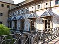 Visita al Palazzo dei Borgia Particolare del Cortile.JPG