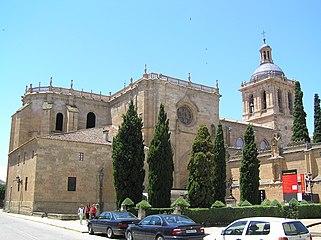 Vista general de la Catedral de Ciudad Rodrigo desde la Plaza de Amayuelas.jpg
