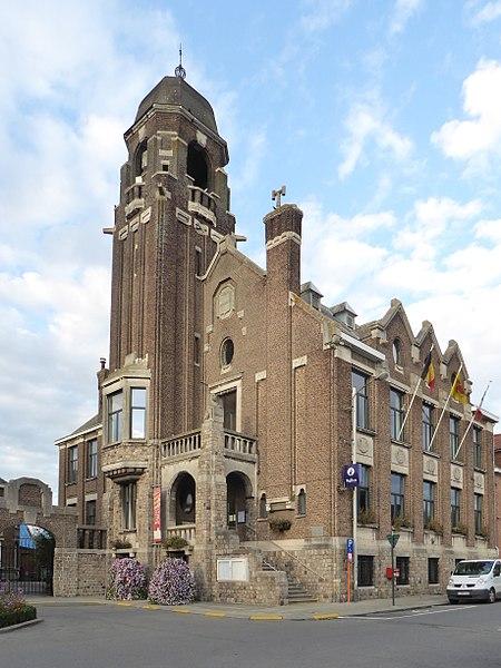 Warneton  (Belgique), l'hôtel de ville (1925).