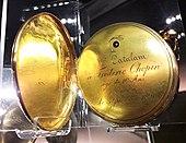 Goldene Taschenuhr, die Chopin im Alter von zehn Jahren von Angelica Catalani geschenkt bekam. (Quelle: Wikimedia)
