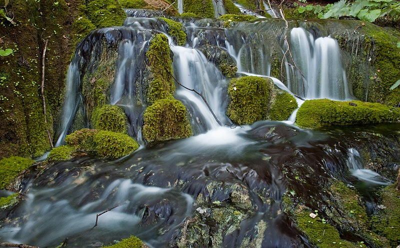 File:Waterfall in plitvicka romanceor 3.jpg