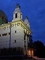 Wien - Steinhof - Otto-Wagner-Kirche mit Beleuchtung.jpg