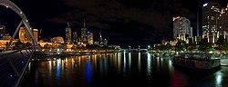 Yarra Night Panorama, Melbourne - Feb 2005.jpg