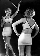 Yva Fashion Photo Bathing Suit Modell Schenk c1930.jpg
