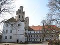 Zámek Břeclav - pohled z nádvoří.jpg