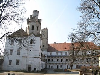 Břeclav - Image: Zámek Břeclav pohled z nádvoří